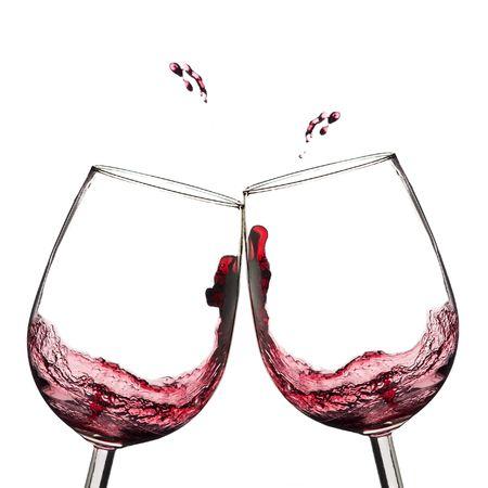 Twee wijn glazen in roosteren met splash.  Stockfoto