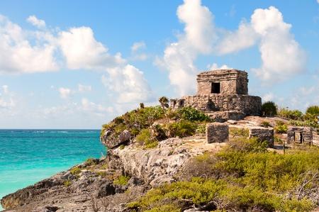 Las ruinas mayas de Tulum por el mar, sur de México,