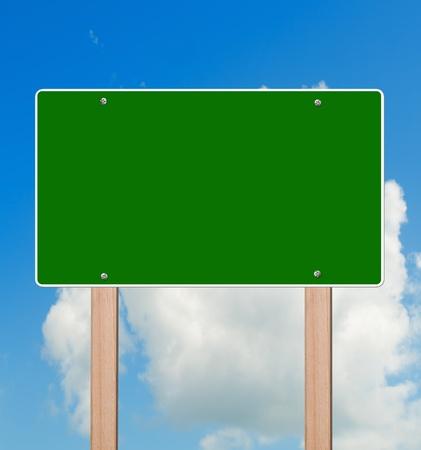Lege snelweg teken in heldere hemel  Stockfoto