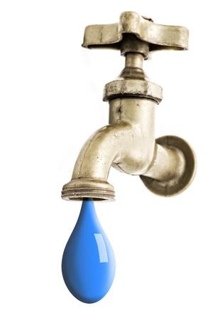 llave de agua: Canilla que gotea agua aisladas sobre fondo blanco. Foto de archivo