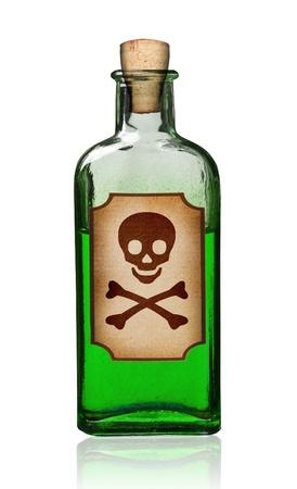 veneno frasco: Botella antigua usanza con la etiqueta de veneno, camino aislado, recorte.