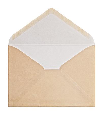 Bruine envelop op een witte achtergrond, het knippen weg. Stockfoto
