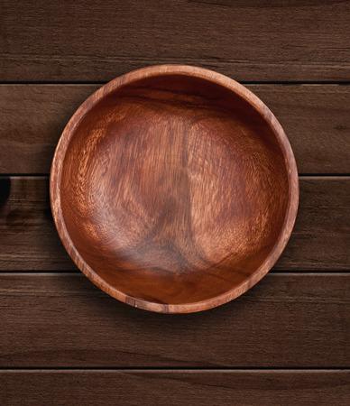 trompo de madera: Vista desde arriba de un tazón de madera sobre fondo de madera Foto de archivo