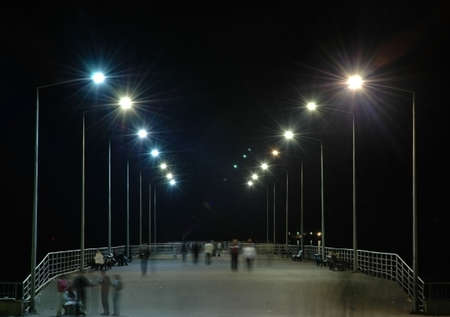 lampposts: L�nea de farolas y la gente - Bak�, Azerbaiy�n  Foto de archivo