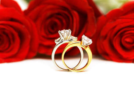 diamond rings: Diamond rings and roses isolated on the white