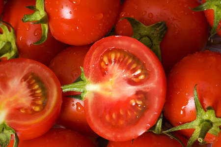 Half cut and whole tomatos at the martket Stock Photo - 3186020