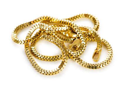 collares: Cadena de oro aislado en el fondo blanco