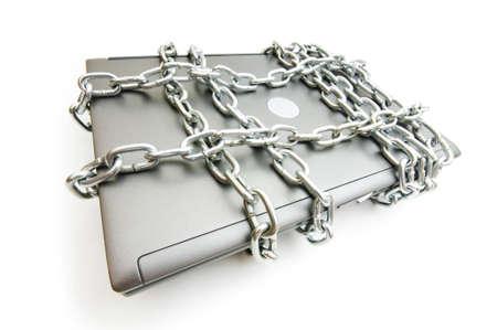sauvegarde: Concept de s�curit� informatique avec votre ordinateur portable et la cha�ne  Banque d'images