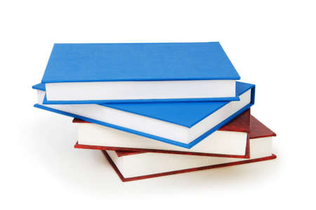 Stapel der Bücher, die auf dem weißen Hintergrund isoliert