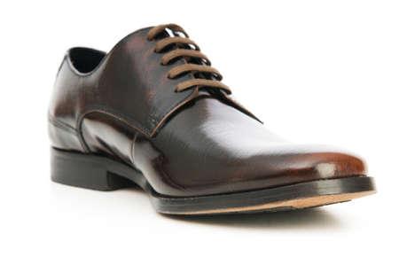 zapato: Zapatos masculinos aislados en el fondo blanco