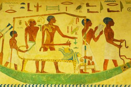 clave sol: Concepto egipcio con pinturas en la pared