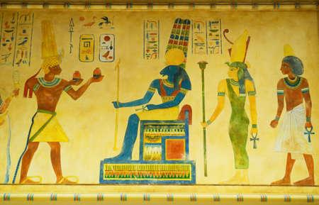 llave de sol: Concepto egipcio con pinturas en la pared