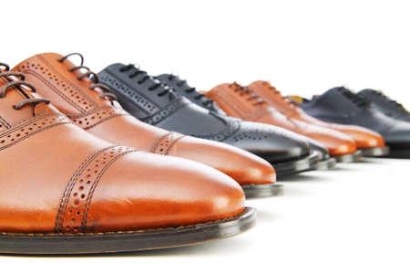 Zapatos masculinos aislados en el fondo blanco