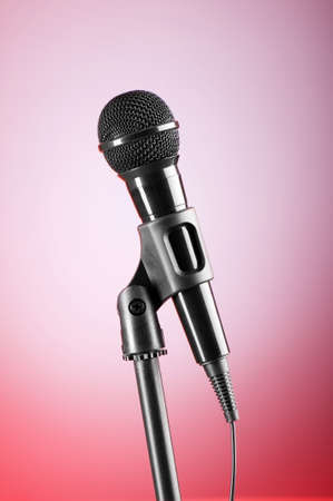 micro recording: Black microphone against the colorful gradient background