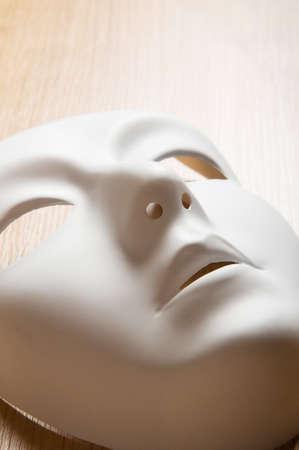 Theater-Konzept mit den weißen Kunststoff-Masken