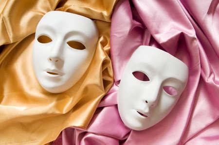canvass: Concepto de teatro con las m�scaras de pl�sticas blancas Foto de archivo
