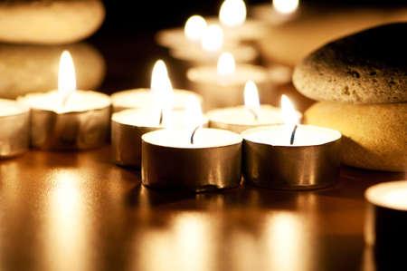 luz de velas: Quema de velas y guijarros de per�odo de sesiones de la aromaterapia