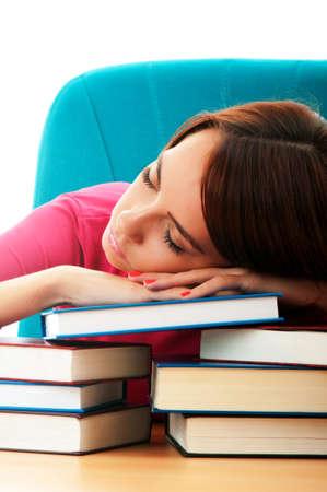 adolescentes estudiando: Joven estudiante con muchos libros de estudio