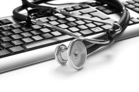 virus informatico: Estetoscopio y teclado ilustrar el concepto de seguridad digital  Foto de archivo