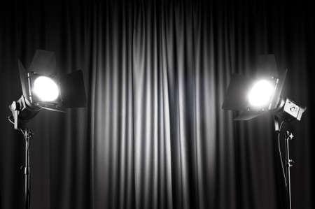 theatre: Vorh�nge und Projektor Lights mit Raum f�r Ihren text Lizenzfreie Bilder