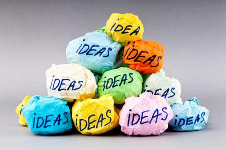 lluvia de ideas: Rechaz� el concepto de idea con papel Foto de archivo