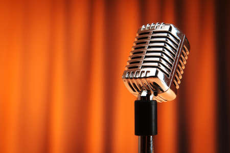 microfono antiguo: Audio micr�fono contra el fondo