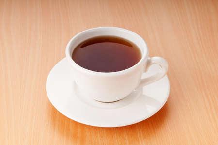 wei�er tee: Tee auf den Holztisch Lizenzfreie Bilder