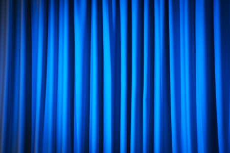 curtain theater: Brillantemente iluminada cortinas para su fondo