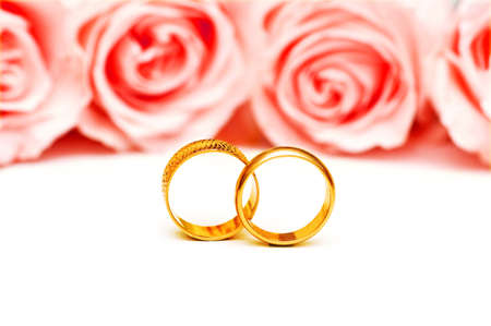 Wedding concept with roses and rings Stock Photo - 10288828