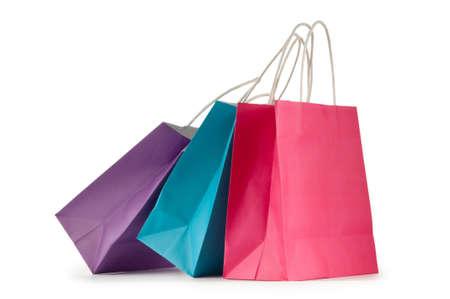 Bolsas de papel de colores aislados en blanco