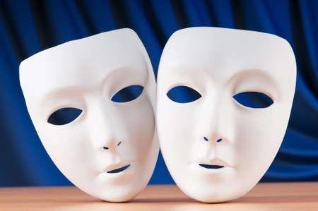 canvass: Las m�scaras con el concepto de teatro