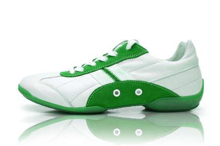 zapato: Los zapatos deportivos en el fondo blanco Foto de archivo
