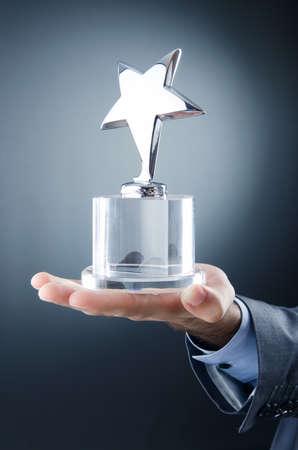 Zakenman bekroond met ster award Stockfoto