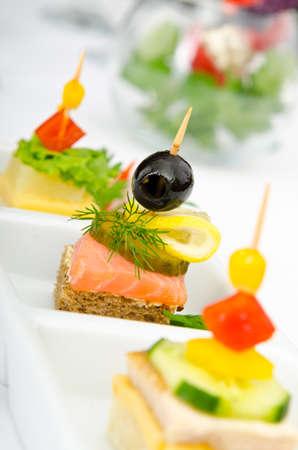 buffet: Canape geserveerd in de plaat Stockfoto