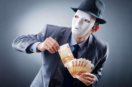 hipocresía: Hombre de negocios con el dinero y la m�scara Foto de archivo