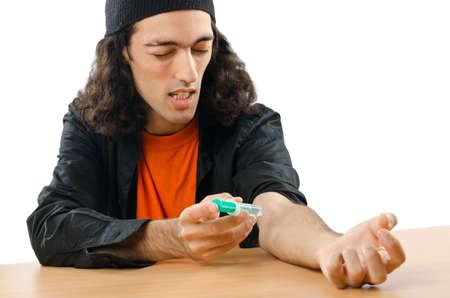 drogadicto: Adicto a las drogas durante la inyecci�n