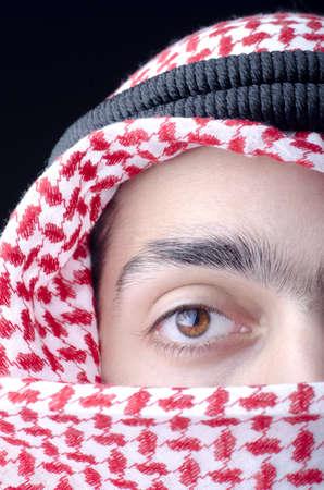 middle eastern clothing: Uomo in abbigliamento arabo
