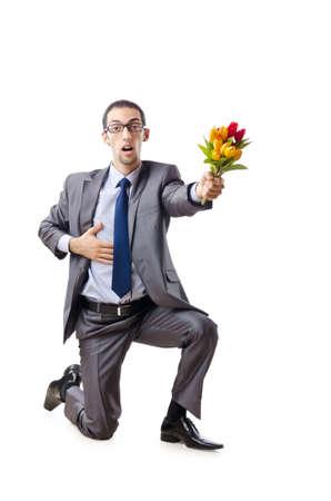 red man: Hombre de negocios que ofrece flores de tulip�n