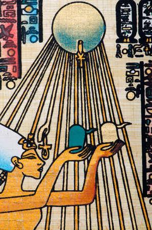 llave de sol: Concepto de la historia de Egipto con el papiro Editorial