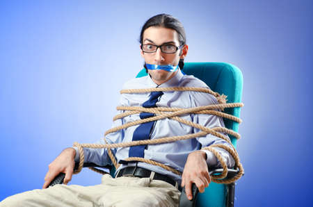 Junger Geschäftsmann mit Seil Standard-Bild