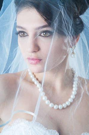 Schöne Braut in Studioaufnahmen
