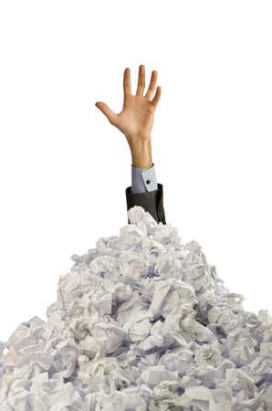 L'homme avec beaucoup de papier froissé