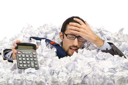waste paper: El hombre con una gran cantidad de papel de desecho