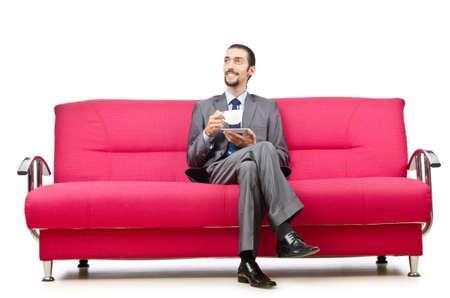 hombre tomando cafe: Hombre sentado en el sofá Foto de archivo