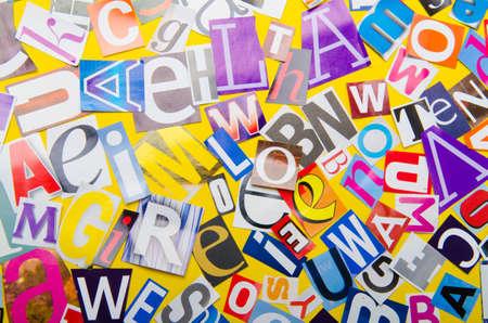 clippings: Recortes de peri�dico con letras diferentes