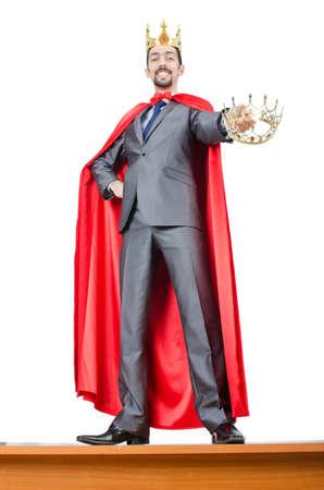 rey: Hombre en tapa roja sobre fondo blanco
