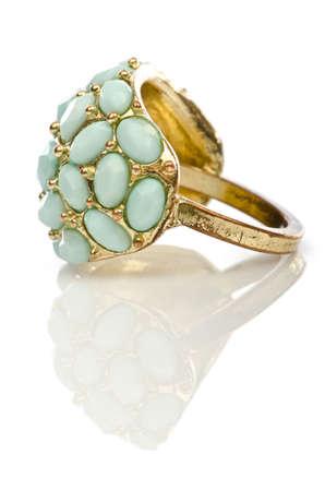 Biżuteria pierścień na białym