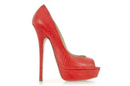 tacones rojos: Mujer zapatos aislados en blanco Foto de archivo