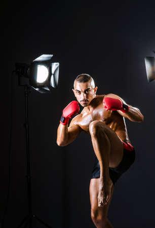 Boxer com luzes do est�dio no conceito de esporte Banco de Imagens - 16748062