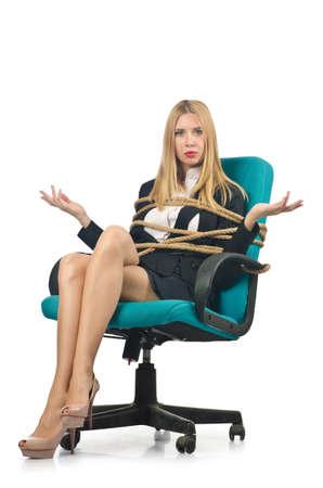 roped: Mujer empresaria atado con una cuerda en blanco